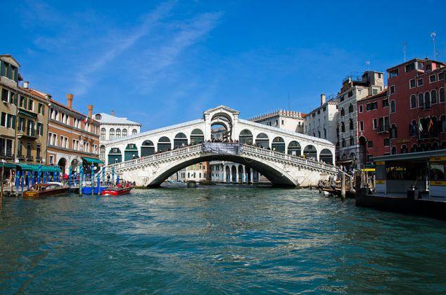 Venice's stunning Rialto Bridge