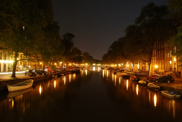amsterdam_canal_at_night