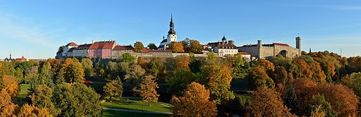 Tallinn_Toompea_Upper_Old_Town_2013