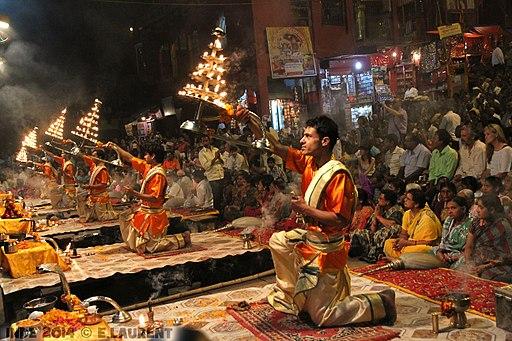 512px-Evening_aarti,_Varanasi