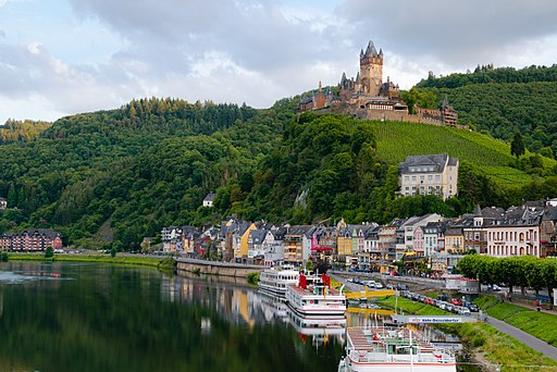 512px-Cochem_and_Reichsburg