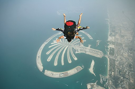 512px-Skydiving_over_Palm_Jumeirah