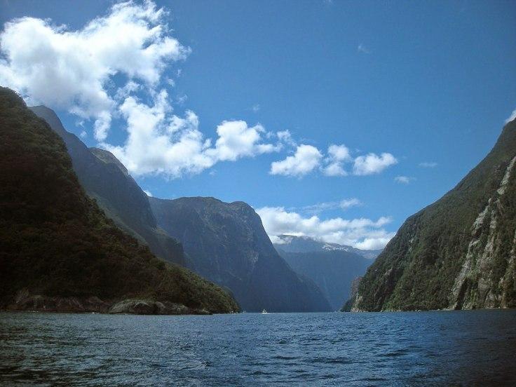 1024px-Milford_Sound_(New_Zealand)_-_3