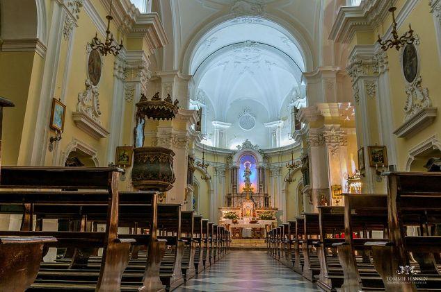 Church_at_Favignana_Island,_Sicily_(Italy)_-_panoramio