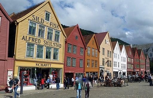 2010-08-06_-_Bergen_-_Bryggen_-_Kontore_der_Hanse-Kaufleute_-_panoramio