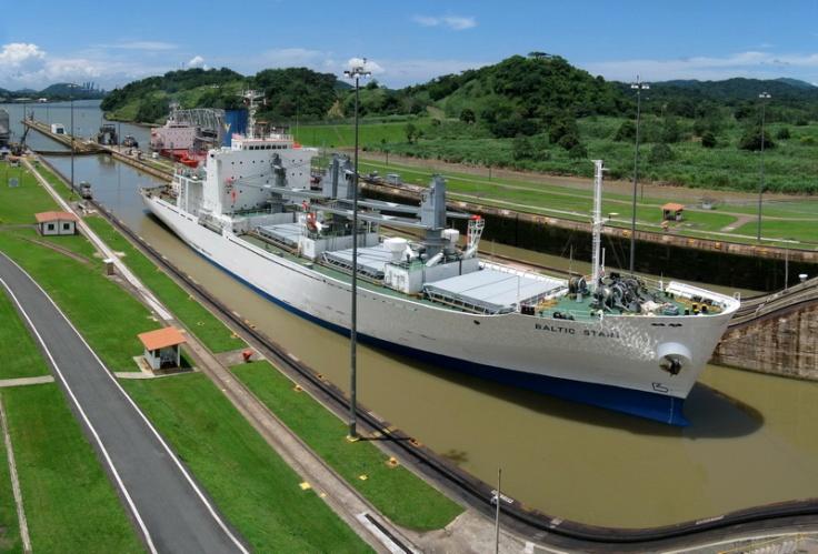 Panama_Canal_Miraflores_Locks_flickr